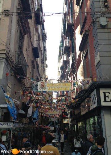 Crocchè di patate: Napoli, accesso ai Quartieri Spagnoli.