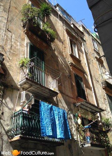 Crocchè di patate: Napoli, dettaglio di un vicolo (1)