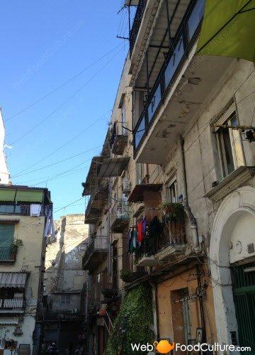 Crocchè di patate: Napoli, dettaglio di un vicolo (2)