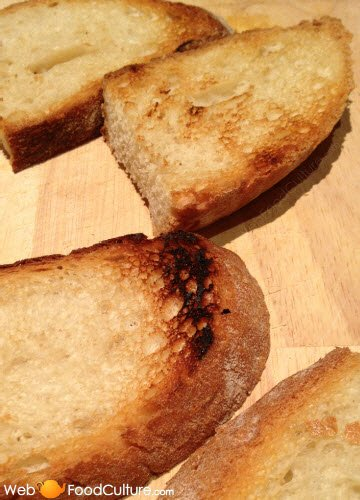 Bruschetta: Pane abbrustolito per la bruschetta.