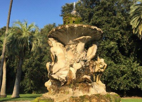 Margherita pizza: Capodimonte - Belvedere Fountain.