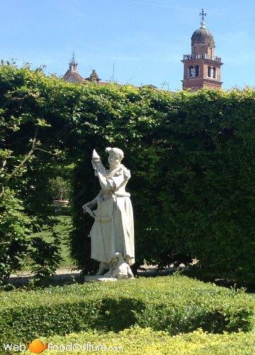 Vino Friularo: Dominio di Bagnoli, statua 02.