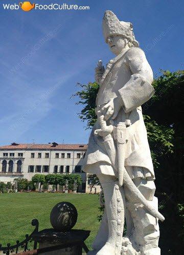 Vino Friularo: Dominio di Bagnoli, statua 03.