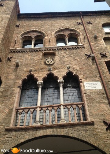 Ballotta, Galileo's Trattoria: Padua, palace exterior.