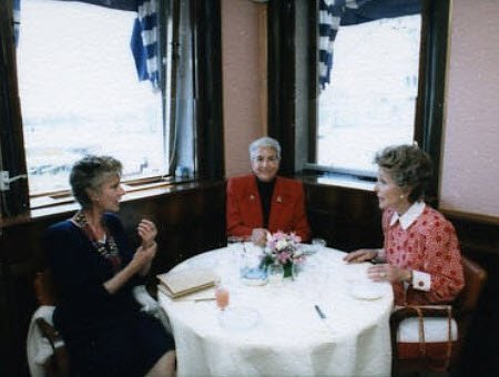 Nancy Reagan mangia all'Harry's Bar (img-02)