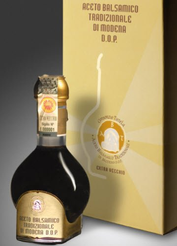 The bottle of Traditional Balsamic Vinegar of Modena (crt-02)