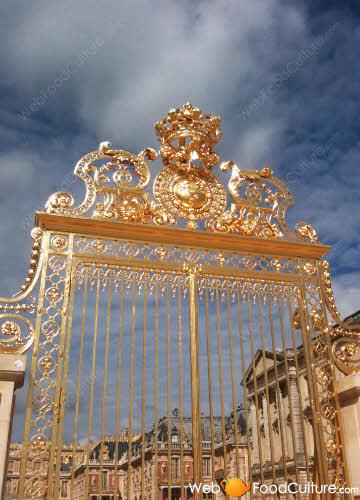 Napolitan rum Babà: Versailles palace, entrance.