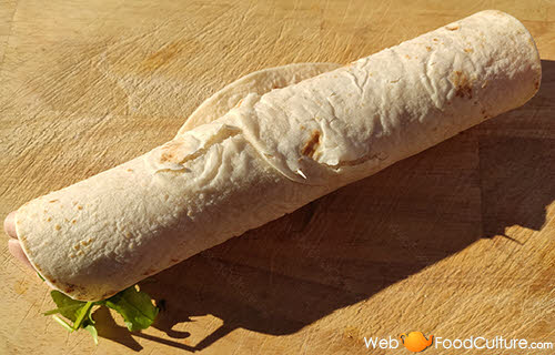 Piadina Romagnola: the 'Rotolo' ('Roll').