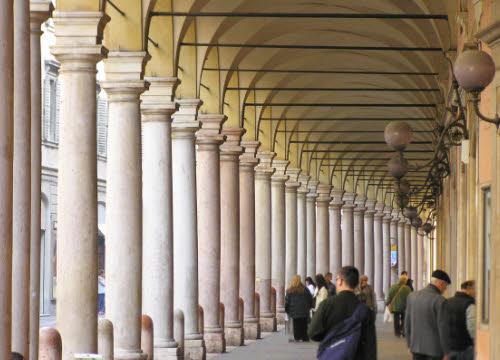Modena, Portici del Collegio, Via Emilia centro (img-02)