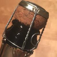 Champagne: la tappatura dello Champagne.